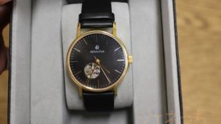 ルノータスの腕時計箱にこんな感じに入ってます